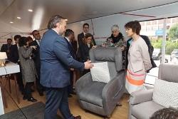 Foto de la visita de la comisaria europea Thyssen a la casa accesible
