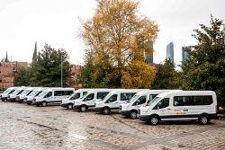 Foto de las 16 furgonetas entregadas