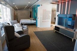Interior de la casa inteligente, sostenible y accesible
