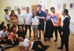Foto de un ensayo de Danza Down
