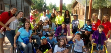 Foto de familia de la XIX edición del Campamento ASPAYM
