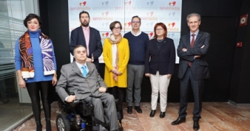 Foto de familia de la mesa redonda celebrada en torno a los cursos MOOC sobre diseño universal
