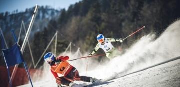 Fotografía de Miguel Galindo esquiando junto a Jon Santacana