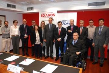 Foto de la firma del convenio entre Fundación ONCE y Ford España