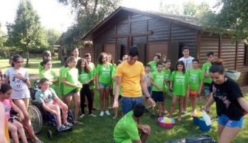 Foto de un grupo de niños en el campamento ASPAYM