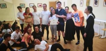 Foto de un grupo de personas con discapacidad intelectual participando en un taller