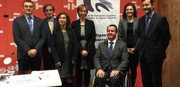 Foto de familia de la firma del convenio entre el Instituto Cervantes y el CNLSE